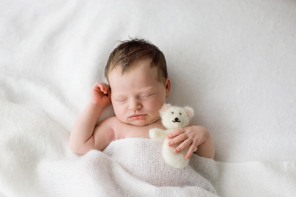 Neugeborenes mit Teddy |Magdalin Fotografie